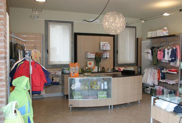 arredamento negozio abbigliamento Verona, abbigliamento Il Piccolo Cuore