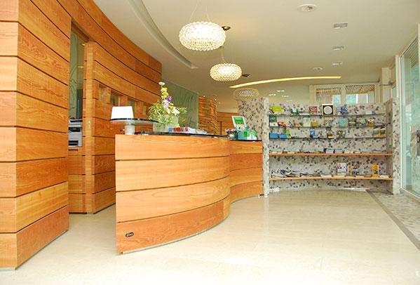 arredamento reception, progettazione uffici direzionali, camping Al Sole - Ledro